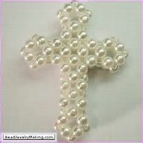 Cross, (Click where it says, (Learn how to make this beaded cross) for a free written tutorial. Cross Crafts, Bead Crafts, Jewelry Crafts, Beading Projects, Beading Tutorials, Cross Jewelry, Beaded Jewelry, Jewellery, Jewelry Patterns