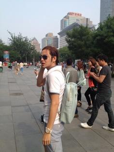 Jang Geun Suk can't stand the hot weather in Beijing #allkpop
