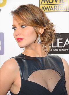 Jennifer Lawrence Knockout Date-Night Hairstyles Next time you and your husband head out for a special night, try one of these trendy styles — you'll feel like you're walking your own red carpet. By Alyson Penn Date Hairstyles, Wedding Guest Hairstyles, Hairstyles With Bangs, Formal Hairstyles, Cool Hairstyles, Homecoming Hairstyles, Peinado Updo, Chignon Updo, Messy Updo