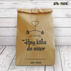 Bolsas de Regalo  Si queres hacer tu regalo aún más especial, envolvelo en estas bolsas, para darles el toque final.  Contenido: 5 unidades, 5 modelos diferentes Material: Papel Kraft serigrafiado Medidas: 19x35 cm
