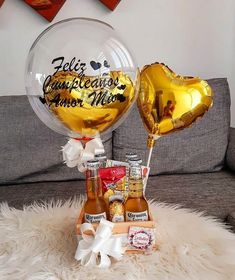 Birthday Hampers, Birthday Gifts, Boyfriend Anniversary Gifts, Boyfriend Gifts, Craft Gifts, Diy Gifts, Cool Paper Crafts, Balloon Gift, Edible Gifts