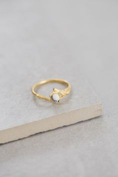 Branch & Stone Ring / White Marble