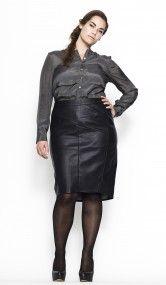 Carmakoma, stoer en vrouwelijk, zwart leren rokje, grote maten mode, plus size