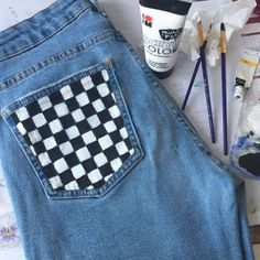 Painted jeans 2019 The post Painted jeans 2019 appeared first on Denim Diy. Painted Jeans, Painted Clothes, Hand Painted, Custom Clothes, Diy Clothes, Diy Tumblr, Diy Jeans, Diy Vetement, Jeans Rock