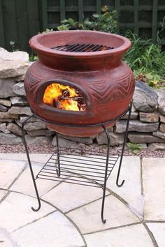 This Mexican fire bowl comes complete with stand and BBQ Grill. - This Mexican fire bowl comes complete with stand and BBQ Grill. Not only can you keep warm outdoors - Clay Fire Pit, Copper Fire Pit, Fire Pit Bowl, Fire Bowls, Barbeque Design, The Heat, Outdoor Fireplace Designs, Metal Shed, Patio Stone