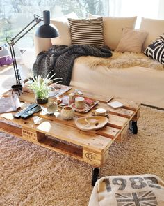 Ideas For Pallet Furniture At Your House And Garden Holz Europalett Tisch Idee Pallet Couch, Pallet Furniture, Diy Home, Wood Shelves, Home Decor Inspiration, Diy Room Decor, Home And Living, Decoration, Interior Design
