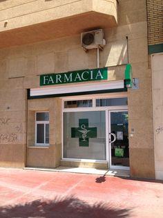 Imagen de la fachada previa a la reforma Design Exterior, Pharmacy, Garage Doors, Design Inspiration, Victoria, Logo, Outdoor Decor, Home Decor, Renovation