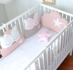 Round bed 4 cat pillows and 1 pillow cloud, your pink powder and taupe: Ling . : Round bed 4 cat pillows and 1 pillow cloud, your pink powder and taupe: Ling … Quilt Baby, Baby Staff, Baby Couture, Baby Pillows, Baby Bedroom, Baby Cribs, Baby Decor, Baby Sewing, Baby Accessories