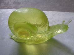 Fenton  Rosso SNAIL Vaseline glass