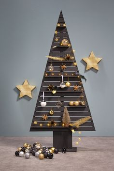 Houten kerstboom van de action houten kerstboom for Houten decoratie boom