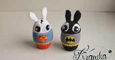 Easter egg cozies inspired by Batman and Superman - Bunnys as superheroes Bunnyman and Superbunny crochet free pattern. Great for original Easter table decoration handmade. Easter Egg Pattern, Easter Crochet Patterns, Love Crochet, Diy Crochet, Superman, Batman, Crochet Rabbit, Easter Table Decorations, Yarn Inspiration
