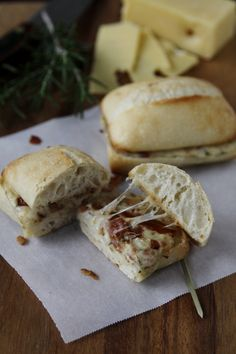 Panini al Rosmarino e Formaggio (bell'alimento) - Cheesy Pancetta Panini with Rosemary