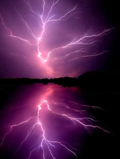 ★ Passionate Purple ★ ~~Cloud to Cloud Lightening ~ lightening bolt splits the sky, Chickahominy River, Virginia by Tim Scullion~~ All Nature, Science And Nature, Amazing Nature, Natural Phenomena, Natural Disasters, Photowall Ideas, Thunder And Lightning, Lightning Storms, Lightning Pics