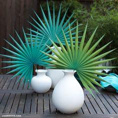 Create Your Own Large Paper Fan Palm for Summer Tissue Paper Ball, Paper Balls, Tissue Paper Flowers, Diy Flowers, Floral Backdrop, Paper Flower Backdrop, Felt Christmas Decorations, Diy Party Decorations, Diy Paper
