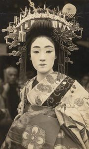 写真館 Retro Pictures, Old Pictures, Old Photos, Vintage Photos, Japanese Fashion, Japanese Girl, Geisha Art, Japan Shop, Traditional Fashion