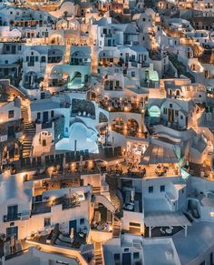 "Gossip Room on Instagram: ""Santorin à la nuit tombée 🇬🇷🌟 📸: @sebastien.nagy #santorini #greece #night #mood #perfect #spot #travel #trip #santorin #amazing #beautiful…"" Holiday Destinations, Amazing Destinations, Travel Destinations, Things To Do In Santorini, Greek Blue, Red Beach, Destination Voyage, Spots, Greece Travel"