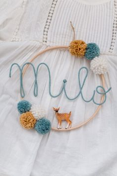 Name circle with bobbles and baby animal Namenskreis mit Bom. Name circle with bobbles and baby animal Namenskreis mit Bommeln und Tierbaby Baby Animal Names, Baby Animals, Baby Names, Diy And Crafts, Arts And Crafts, Pom Pom Crafts, Ideias Diy, Baby Room Decor, Crochet Baby