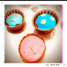 Free cupcakes!