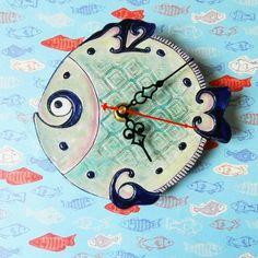 «все плывут по своим делам:)⌚ #часыручнойработы #часы #керамика #керамика_алматы #керамикаручнойработы #керамическиечасы #clock #clockfish #fish…»