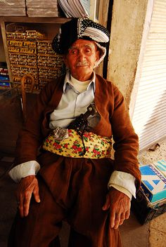 Traditional clothes of Kurdish people, a photo from Arbil, North | TrekEarth