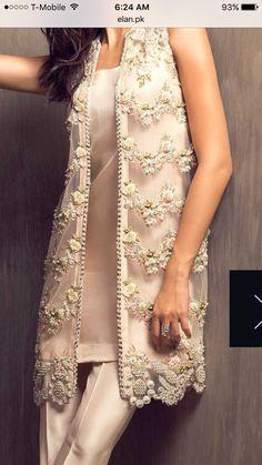 Pakistani Fashion Party Wear, Pakistani Bridal Dresses, Pakistani Dress Design, Pakistani Outfits, Indian Outfits, Salwar Neck Designs, Saree Blouse Neck Designs, Kurta Designs Women, Shadi Dresses
