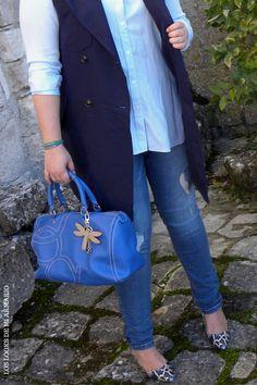 Trendy Curvy LOOK. OUTFIT TOTAL BLUE IN THE STREET #blue #azul #streetstyle #lookazul #bluelook #lookconjeans #lookotoño #lookcasual #tallagrande #casual #outfittallagrande #curvy #plussizecurve #fashionbloggermadrid #bloggercurvy #personalshopper #curvygirl #loslooksdemiarmario #bloggermadrid #outfit #plussizeblogger #fashionblogger #lookotoño #ootd #influencer #trend #trendy #bloggerXL