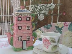 Don't you love the cottageware teapot?