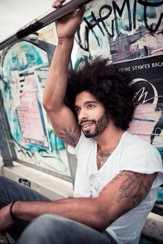 Medium-Curly Hairstyles for Black Men: The Medium Afro Natural Hair Men, Natural Man, Pelo Natural, Natural Hair Styles, Natural Beauty, Black Men Hairstyles, Haircuts For Men, Hairstyles 2018, Black Is Beautiful