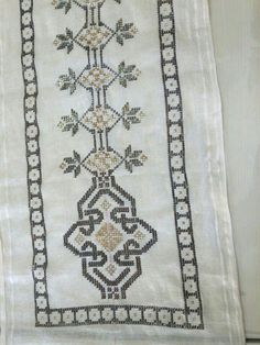 Diy And Crafts, Bohemian Rug, Embroidery, Rugs, Home Decor, Straight Stitch, Log Projects, Hardanger, Farmhouse Rugs