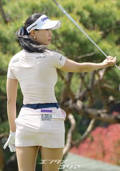 Girls Golf, Ladies Golf, Girl Golf Outfit, Golf Pictures, Sexy Golf, Gymnastics Photos, Beautiful Athletes, Girls In Mini Skirts, Athletic Girls