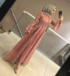 Abaya Style 817684876073178194 - Görüntünün olası içeriği: 1 kişi, ayakta Source by Hijab Dress Party, Hijab Style Dress, Party Wear Dresses, Dress Outfits, Abaya Style, Homecoming Dresses, Abaya Mode, Hijab Mode, Abaya Fashion
