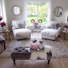 Must have a matter bedroom like this! God morgen skjønne instavenner☕️Ha en fin fredag og en god helg☀️_______________________________________Good morning dear igfriends☕️Have a nice Friday and a lovely weekend☀️ Chic Living Room, Cozy Living Rooms, Apartment Living, Home And Living, Living Room Decor, Apartment Ideas, Romantic Living Room, Small Living, Decor Room