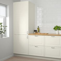 44 Magnificient Ikea Kitchen Design Ideas For Home To Try. Most Ikea customers are already familiar with the planner tools that Ikea provides. Ikea planner tools gives you a chance to become an Interi. Cosy Kitchen, Ikea Kitchen Storage, Ikea Kitchen Design, Ikea Small Kitchen, Narrow Kitchen, Laundry Storage, Garage Storage, Veneer Panels, Kitchen Doors