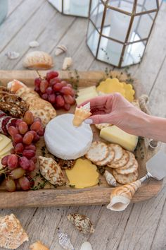 Seashell Cheese Board Long Table Reception, Summer Dinner Party Menu, Genoa Salami, Healthy Crackers, Minimalist Fashion Summer, Wooden Cheese Board, Fashionable Hostess, Muslim Fashion, Hijab Fashion