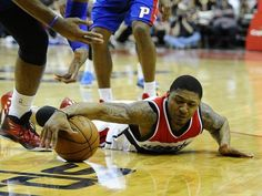 Feb 28, 2015: Wizards guard Bradley Beal (3) dives