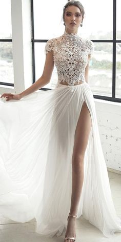 White wedding dress. Brides imagine finding the most appropriate wedding, but for this they need the ideal wedding gown, with the bridesmaid's outfits actually complimenting the brides dress. Here are a variety of suggestions on wedding dresses.