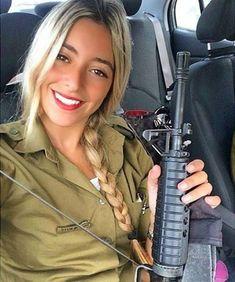 36 Badass Military Girls That Will Make You Want Women Register For The Draft - Uniform Idf Women, Military Women, Israeli Female Soldiers, Mädchen In Uniform, Israeli Girls, Badass, Military Girl, Girls Uniforms, Girls Rules