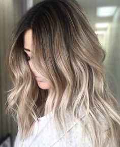 Long Golden Bronde Ombre - Blonde Ombre Hair To Charge Your Look With Radiance - The Trending Hairstyle Cool Blonde Balayage, Hair Color Balayage, Blonde Ombre, Hair Color Pink, Brown Hair Colors, Strawberry Blonde Hair, Ombré Hair, Curly Hair, Platinum Blonde Hair