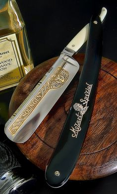 Mens Straight Razor - looks very brutal from a girl's perspective!