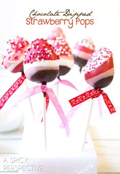 Decadent chocolate dipped strawberries on a stick! These pretty and whimsical Chocolate Dipped Strawberry Pops are a great treat any time of year, but especially for Valentine's Day. (Chocolate Strawberries On A Stick) Valentines Day Chocolates, Valentines Day Desserts, Valentine Treats, Holiday Treats, Holiday Recipes, Bon Dessert, Oreo Dessert, Dessert Recipes, Dessert Table