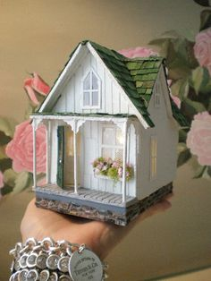 Cinderella Moments: Teeny Weeny Shabby Streamside Studio (this photo gives a good idea of the size of quarter scale houses♥) Popsicle Stick Crafts, Craft Stick Crafts, Diy And Crafts, Paper Crafts, Putz Houses, Fairy Houses, Miniature Houses, Miniature Dolls, Cinderella Moments
