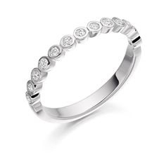 13 Stones Wedding / Eternity Ring HET2525 - http://www.voltairediamonds.ie/product/wedding-eternity-rings/13-stones-wedding-eternity-ring-het2525/