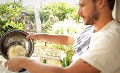 Como fazer bolo de aipim de liquidificador: assista à receita de Rodrigo Hilbert.