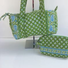 """Vera Bradley Daisy Paisley Handbag & Cosmetic Bag Apple greens color. All pieces are pre-owned do have some wear and tire. Please review all images details. • Handbag is 11"""" x 5"""" x 6""""H • Cosmetic bag is 9"""" x 5"""" Vera Bradley Bags Shoulder Bags"""
