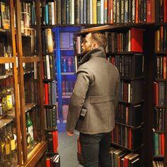 The Vault @ Milroy& of Soho: Cocktail bar behind a whisky shop& bookcase on Greek Street - a great speakeasy-style date spot. Bookshelf Door, Library Bar, Whisky Shop, Door Bar, Secret Rooms, London Bridge, London Life, Falling Down