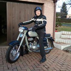 Jawa 250 / 353 Normandia Yezdi Roadking, Cafe Racer Bikes, Modern Kitchens, Vintage Motorcycles, Old Skool, Czech Republic, Art Sketches, Vehicles, Photography
