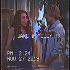 Jake and Miley Cyrus Hannah Montana VHS edit Hannah Montana Videos, Hannah Montana Quotes, Hannah Montana Outfits, Hannah Montana The Movie, Disney Channel Shows, Disney Shows, Hannah Miley, Miley Stewart, Cute Country Boys