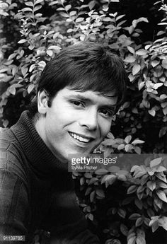 photo-of-cliff-richard-posed-picture-id91139785 (418×612)
