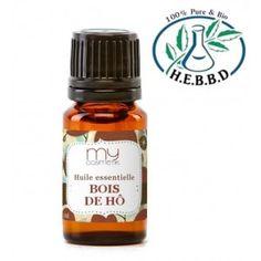 Huile essentielle de BOIS DE HÔ ! Comme le Bois de Rose (qu'elle peut remplacer), c'est un excellent soin pour la peau. Elle traite l'eczéma, les rides, l'acné, les vergetures grâce à ses propriétés anti infectieuses et astringentes. Ses propriétés régénératrices réveillent les peaux fatiguées et illuminent le teint. C'est aussi un excellent aphrodisiaque masculin :)