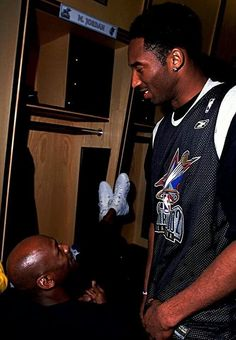 Michael Jordan and Kobe Bryant, who was named MVP as the West dominated the East at the 2002 NBA All-Star Game at Philadelphia, PA Kobe Bryant Family, Kobe Bryant 24, Basketball Legends, Sports Basketball, Basketball Jones, Michael Jordan, Jordan 23, Kobe Bryant Pictures, Nike Inspiration